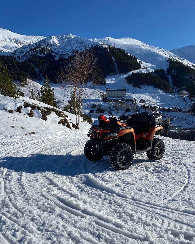 vožnja ATV vozila po snegu CFMOTO 3
